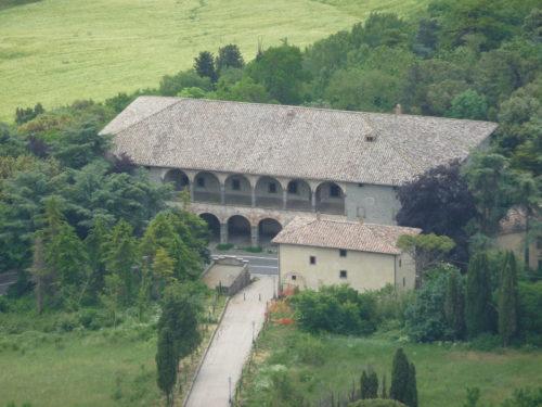 Le relais de poste de Radicofani vu depuis le bourg (Photo RCourtot 2011)